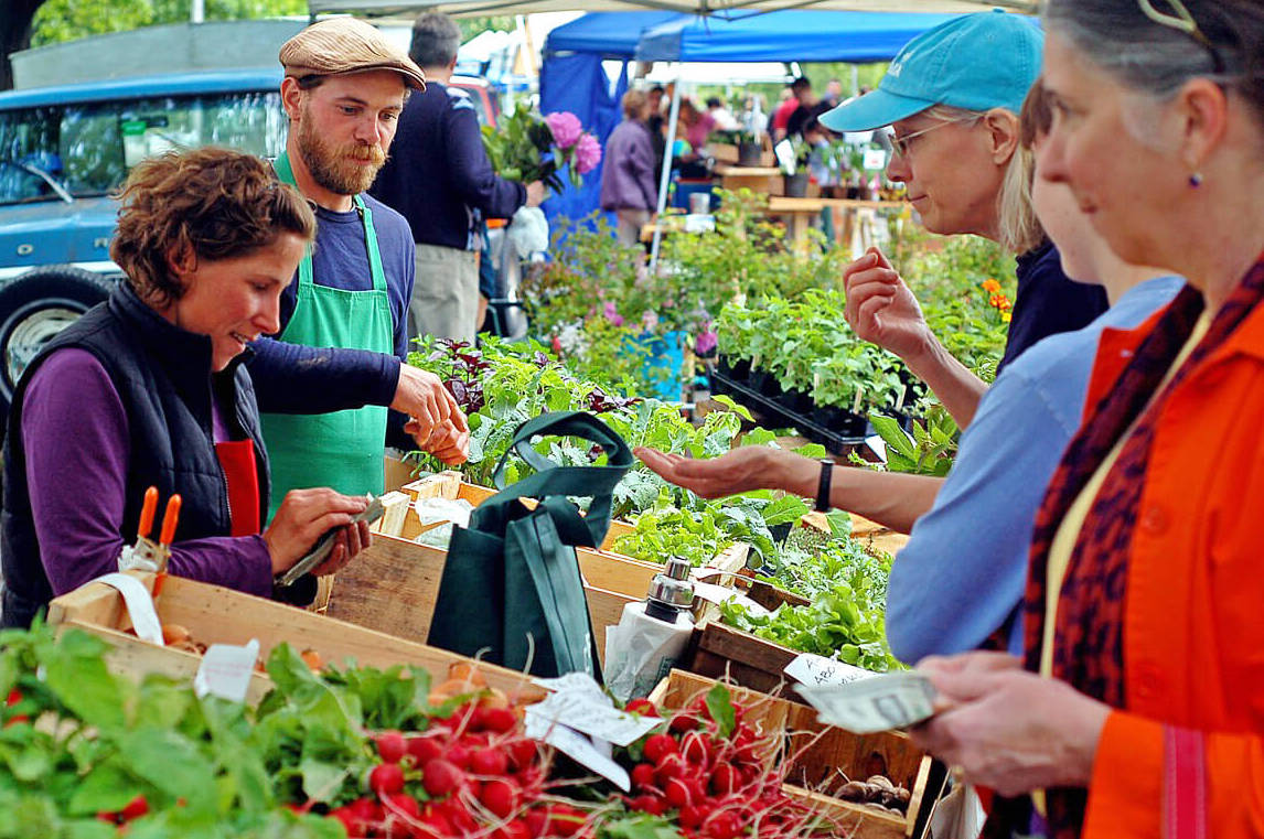 http://People%20shopping%20outdoors%20at%20the%20Vancouver%20Farmers%20Market